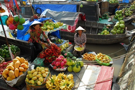 Fresh fruit sold on boat in Cai Be Floating market