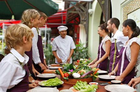 Gourmet Tour at Saigon Cooking class Hoa Tuc – Half day