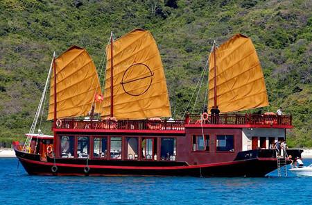 Emperor Junk Cruise