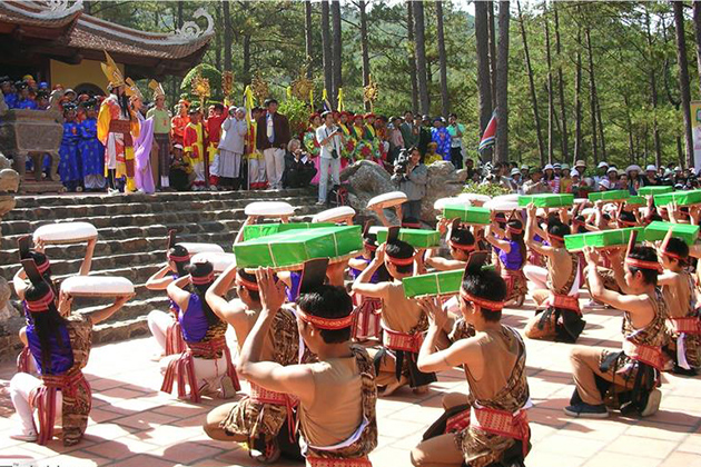Performances during Hung King Festival