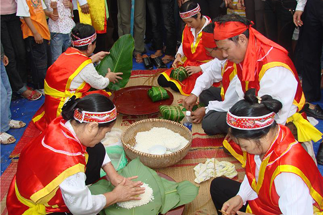 Trung cake making contest in Hung King festival