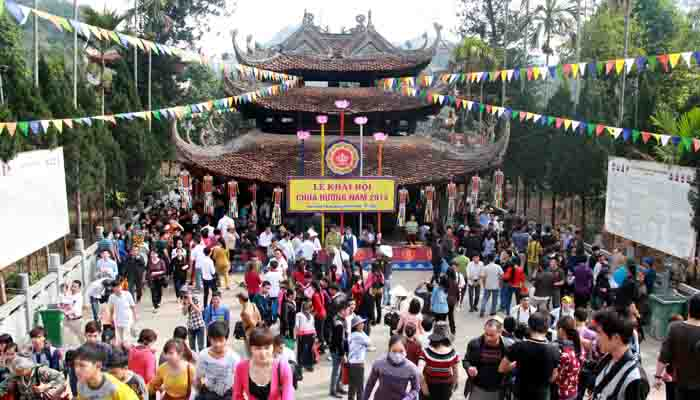 Vietnamese people visit the pagoda in the new year