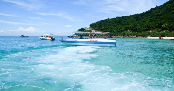Clean and blue water at Cu Lao Cham Island