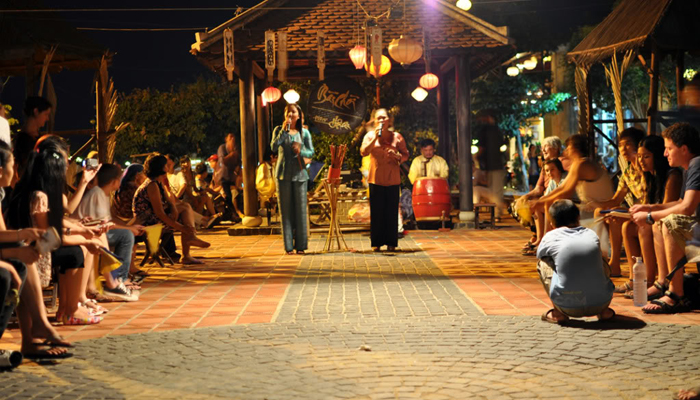 Bai Choi Singing in Danang