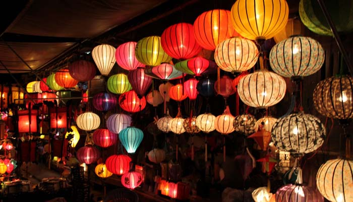 Hoi An is charming with colorful lanterns in the Full Moon Festival