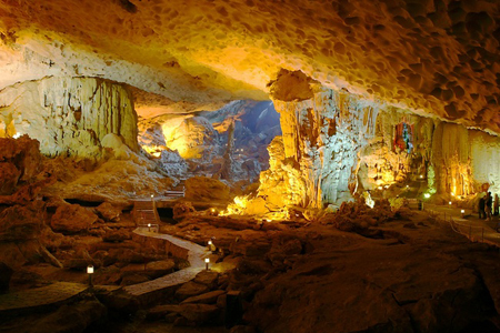 Sung Sot Cave, Halong Bay