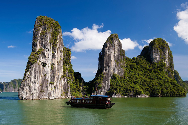 halong bay in Vietnam Highlight Tour