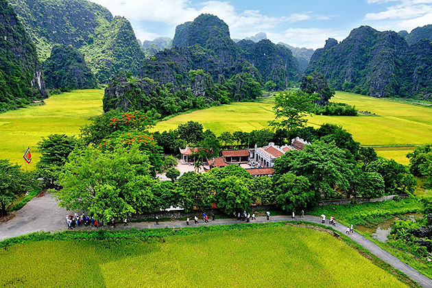 hoa lu ancient capital north vietnam tour