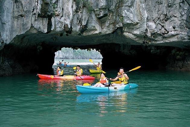 lan ha bay kayaking