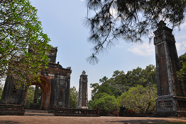 tu duc tomb vietnam tour 2 week itineraries