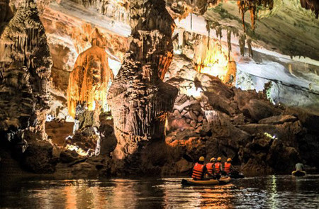 Kayaking along underground river in Phong Nha Cave