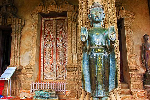 Vat Phrakeo vietnam laos tour