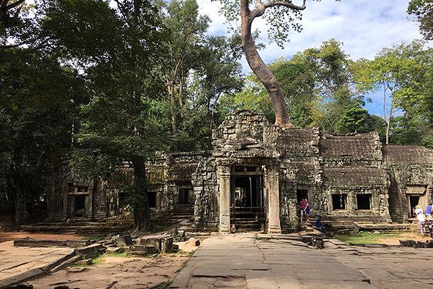 ta phrom temple vietnam cambodia trip_opt