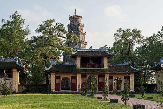 thien mu pagoda vietnam laos tour