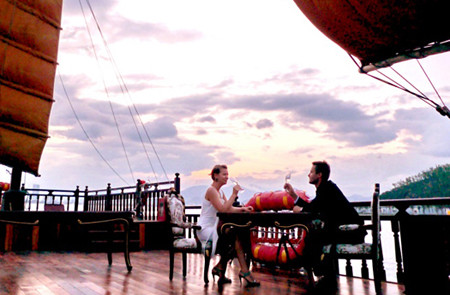 Sunset Cocktail & Dinner Cruise With Emperor Cruise In Nha Trang