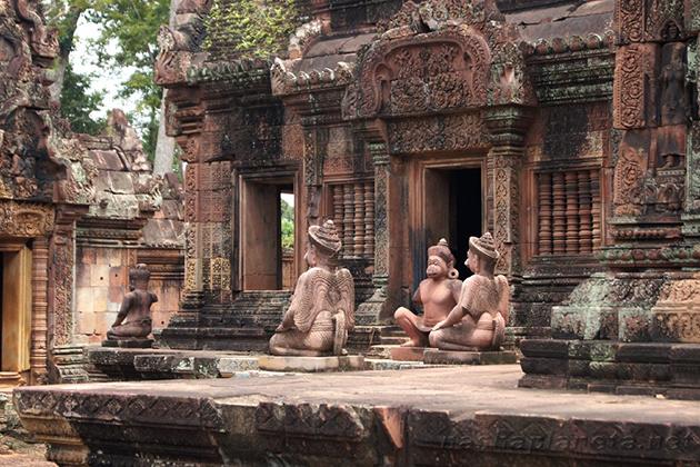 Banteay Srei siem reap cambodia tour