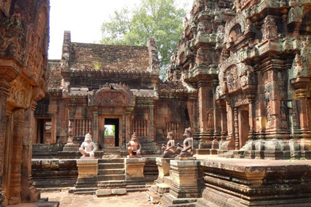 Les Artisans D' Angkor