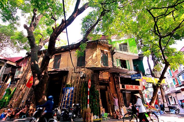 hanoi old quarter of 36 iconic streets