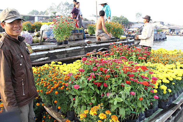 floating flower shop at cai rang floating market