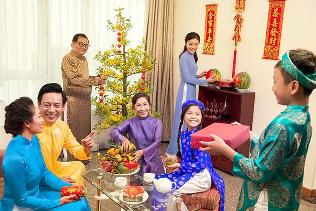 gift giving Social Etiquettes in Vietnam