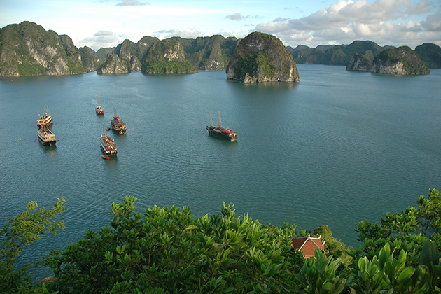 halong bay vietnam attractions