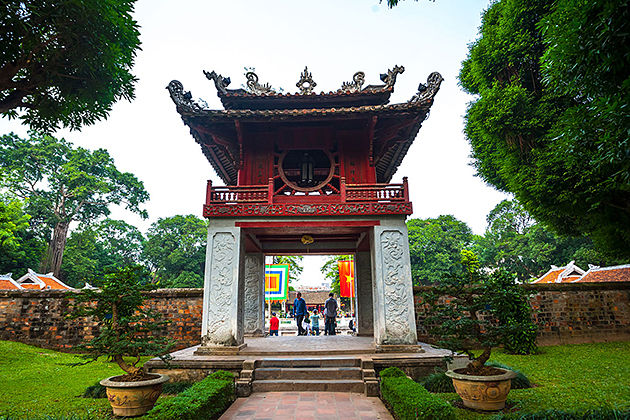 temple of literature hanoi attraction