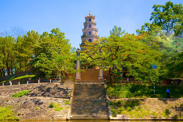 thien mu pagoda view from perfume river
