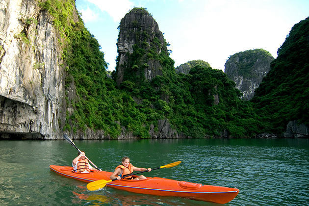halong bay kayaking 21-day vietnam tour