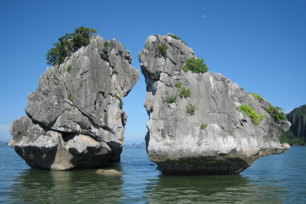 Cock Fighting Islet Halong Bay Vietnam Lao Cambodia Tour