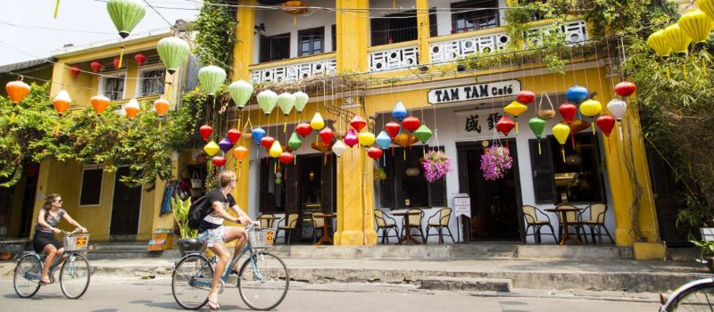cycling at hoi an ancient town