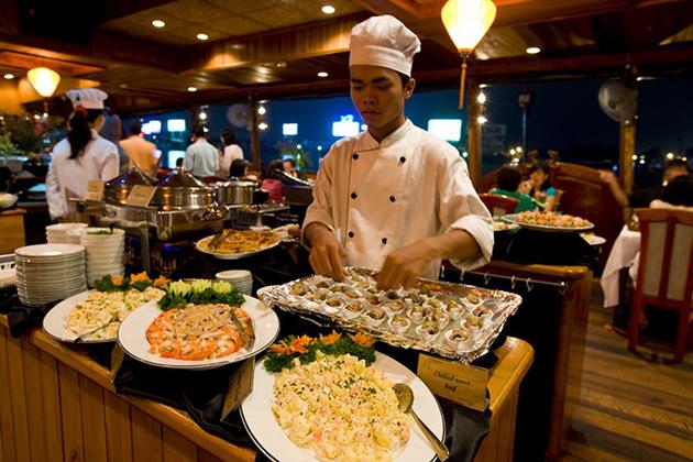 dinner at saigon river cruiser