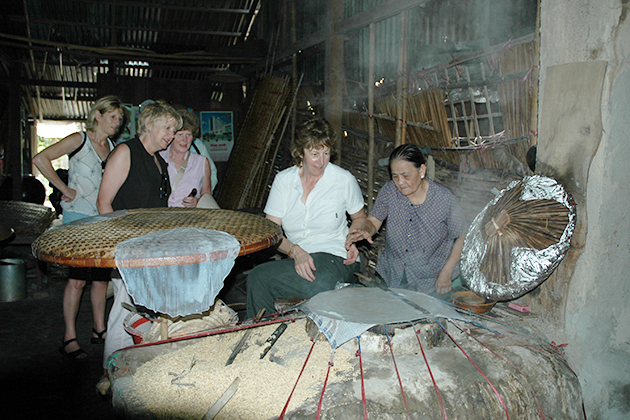 making rice paper family tour in vietnam