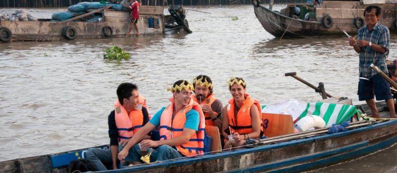 explore mekong delta by sampan