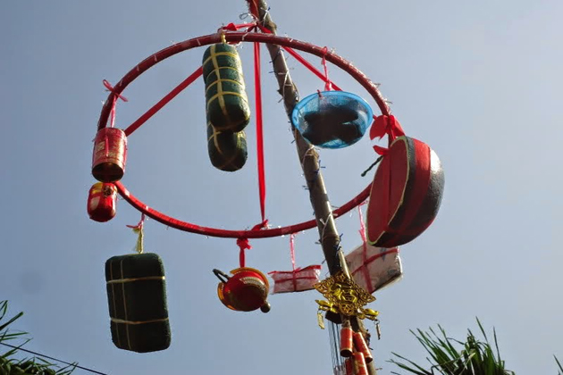 neu tree tet holiday vietnam lunar new year