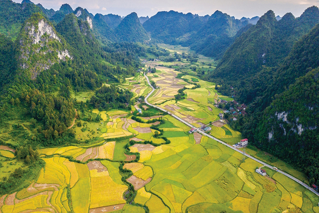 non nuoc cao bang geopark cao bang vietnam