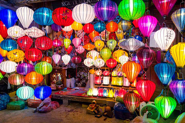 Hoi An Ancient Town Welcomes New Year 2019 By 3,000 Lanterns