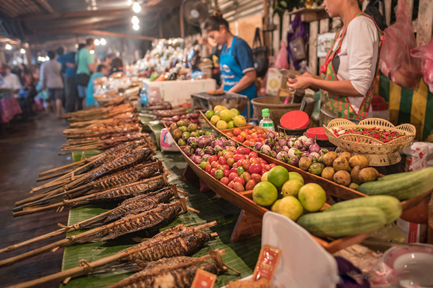 luang prabang market laos souvenirs
