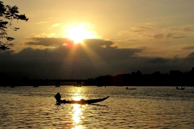 sunset on perfume river best tours of vietnam and cambodia