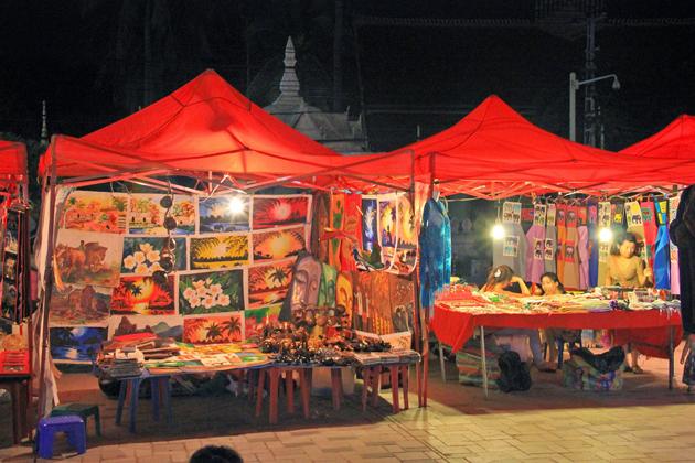 vientiane market laos souvenirs