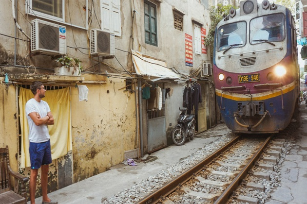 Hanoi Train Street – The Amazing Life by the Railways