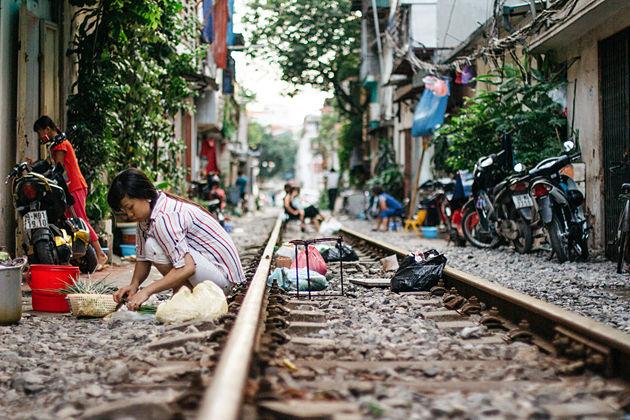 life beside hanoi train street
