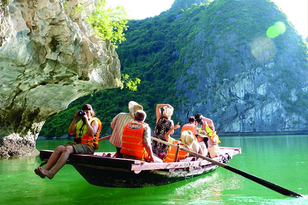 bai tu long bay boat trip