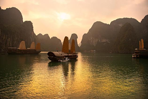 halong bay at sunrise