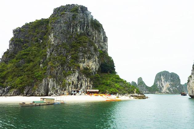hon co island in halong bay
