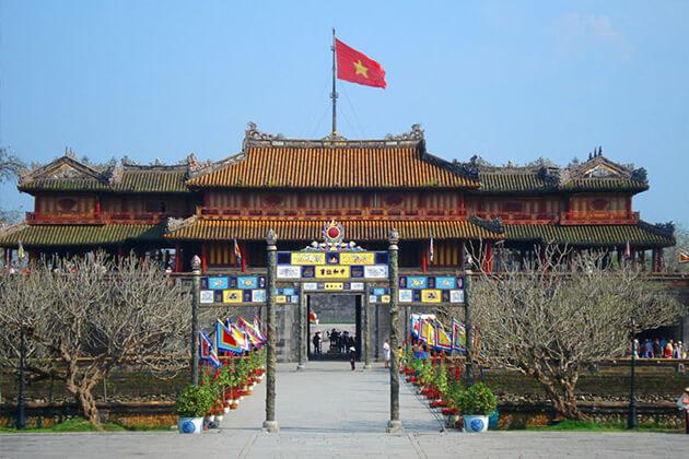 Hue Vespa Tour around Hue Citadel
