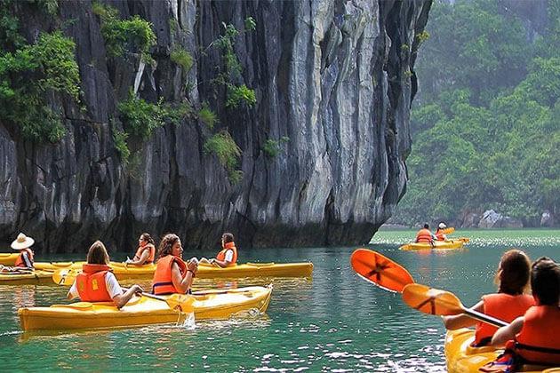Luxury Vietnam Tour Halong bay Kayaking
