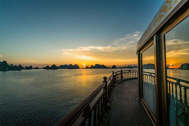 Sundeck Halong Bay in Vietnam Luxury Tour
