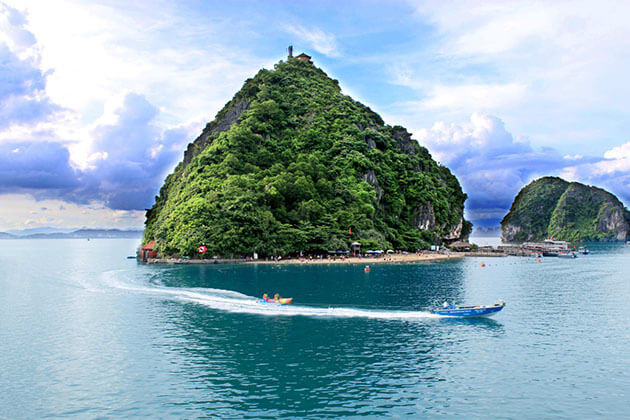 Halong Bay in Vietnam Holiday Package