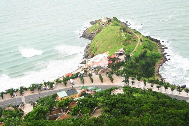 Nghinh Phong top in Danang Vietnam Holiday
