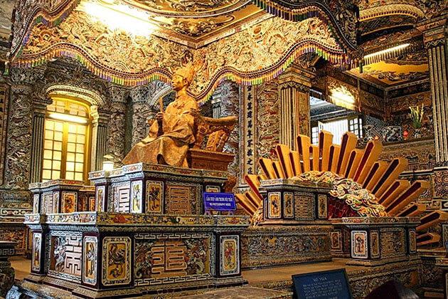 inside tomb of Khai Dinh King